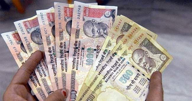 PM Narendra Modi for mandatory online filing of babus' performance reports