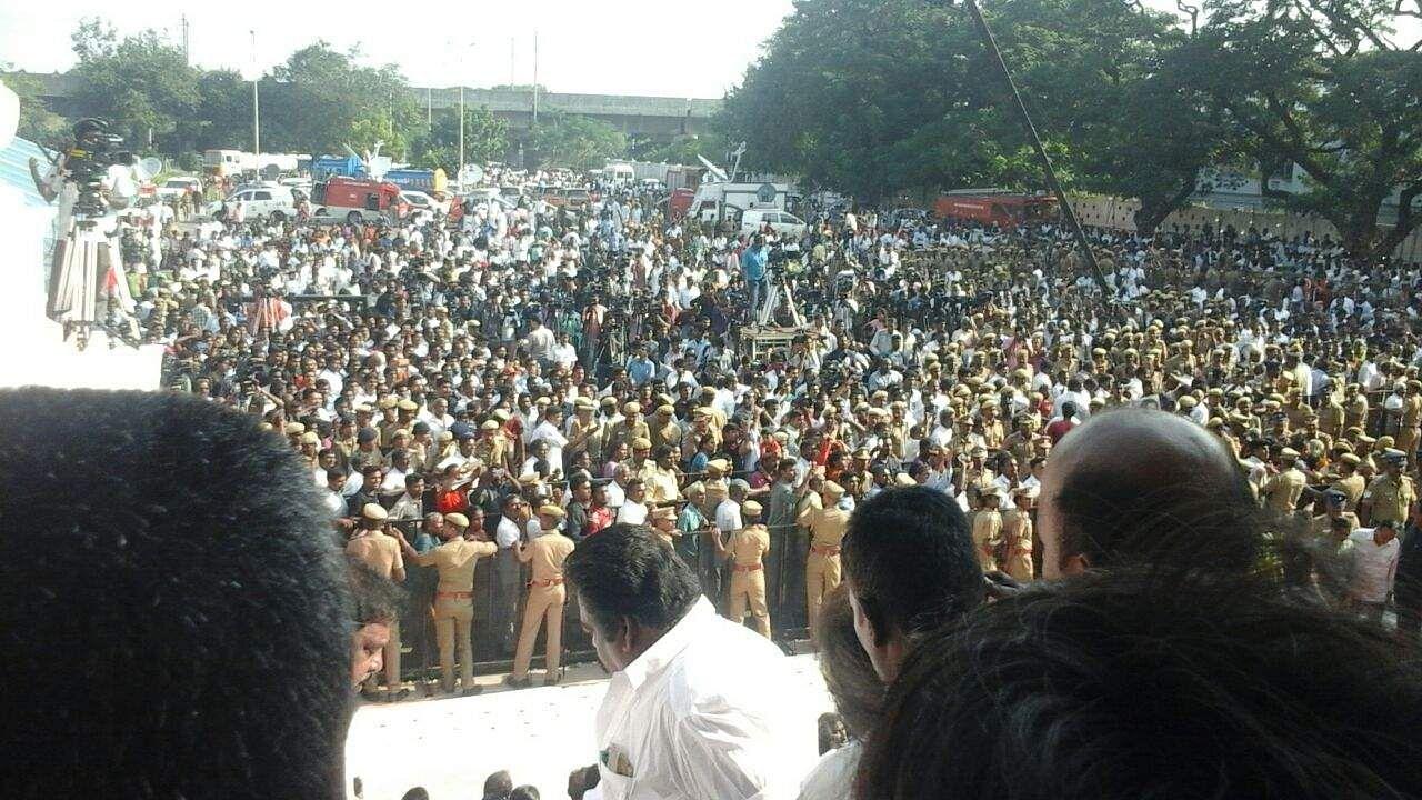 Image result for karunanidhi rajaji hall crowd