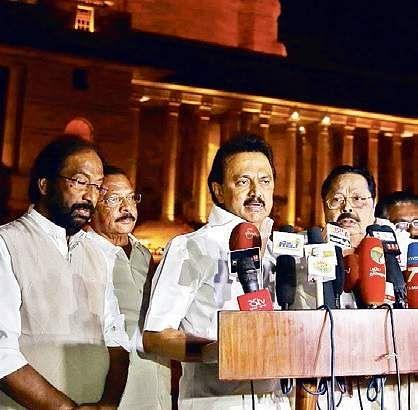 Deepa Jayakumar launches new party 'MGR Amma Deepa Peravai'