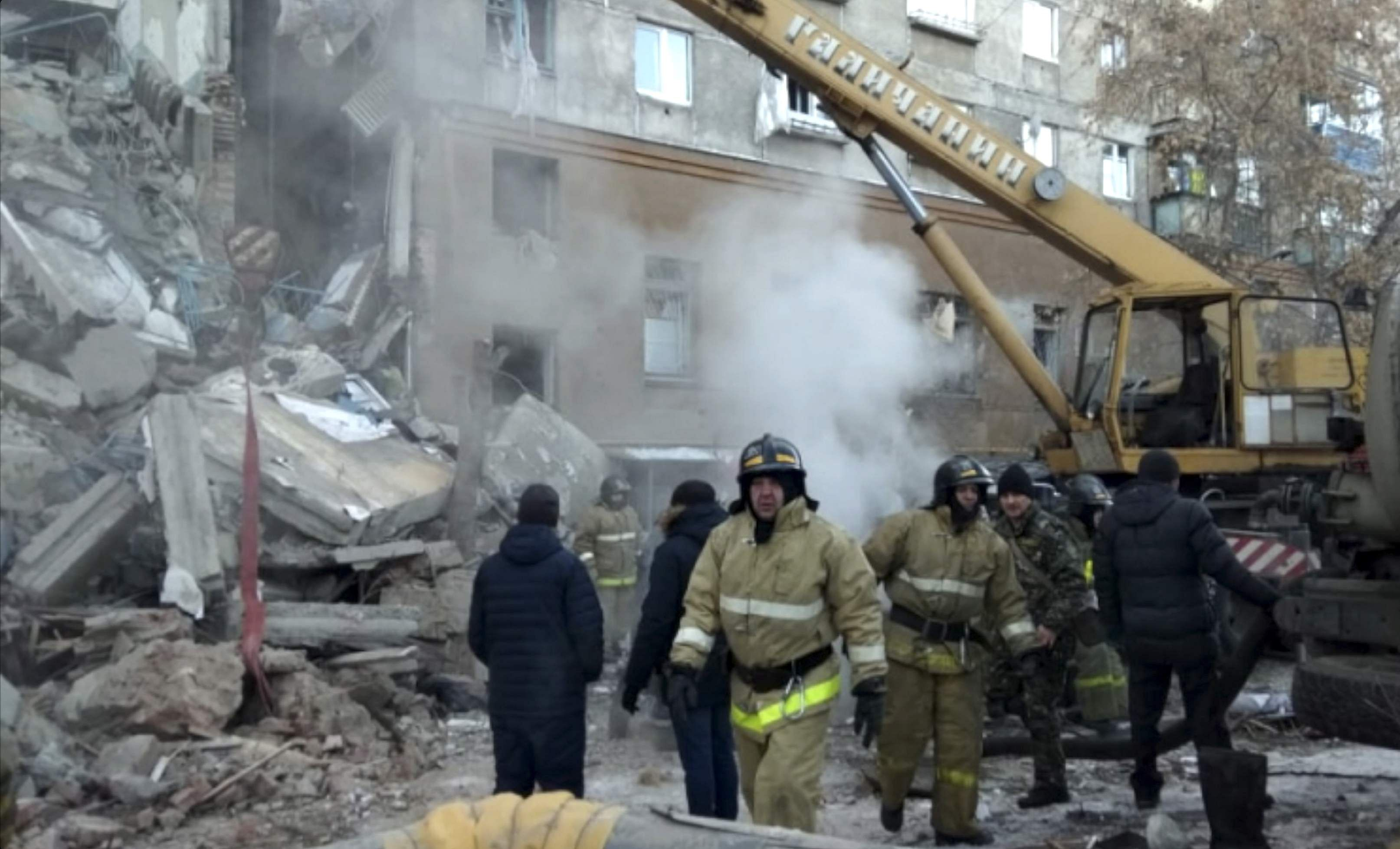 3 dead, 79 missing in Russia apartment block explosion