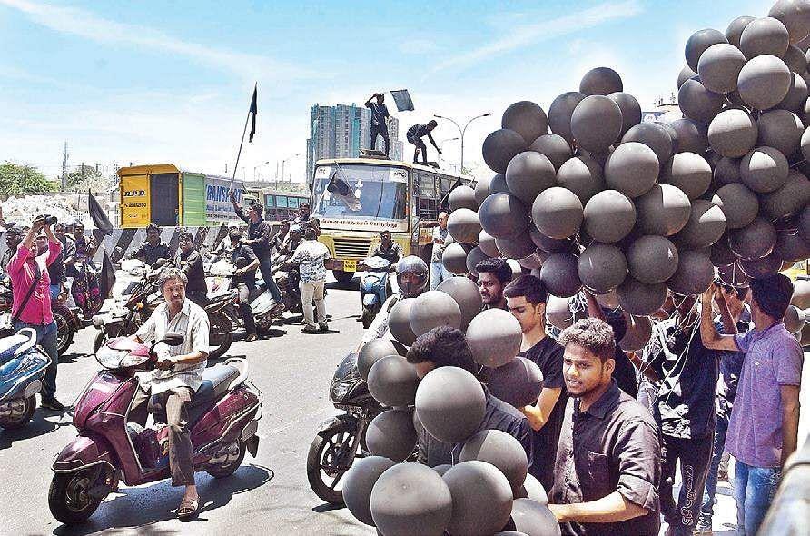 Karunanidhi wears black to protest Modi's Tamil Nadu visit