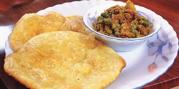 Authentic-Bengali-luchi-pur