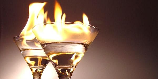 800px-Flaming_cocktails