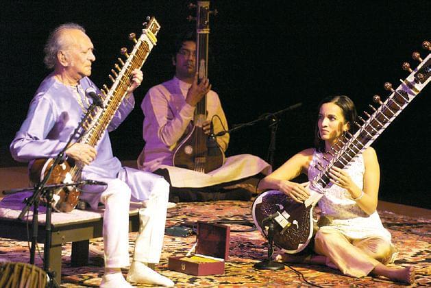 Pandit-Ravi-Shankar-with-hi