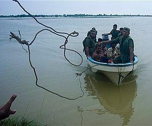 pak_flood_boat.jpg
