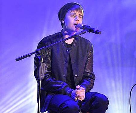 0811-JustinBieber-A-L