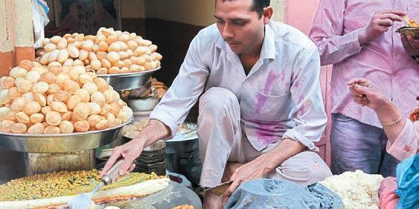 A-chaat-wala-in-Uttar-Prade