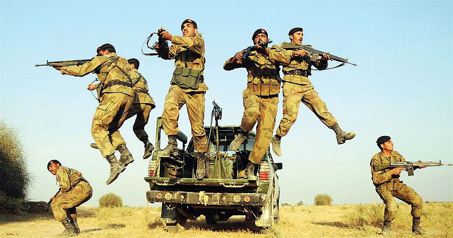 Pakistani-soldiers