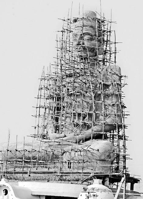 125-foot-tall-Buddha-statue