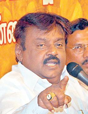 DMDK-leader-Vijayakant.jpg