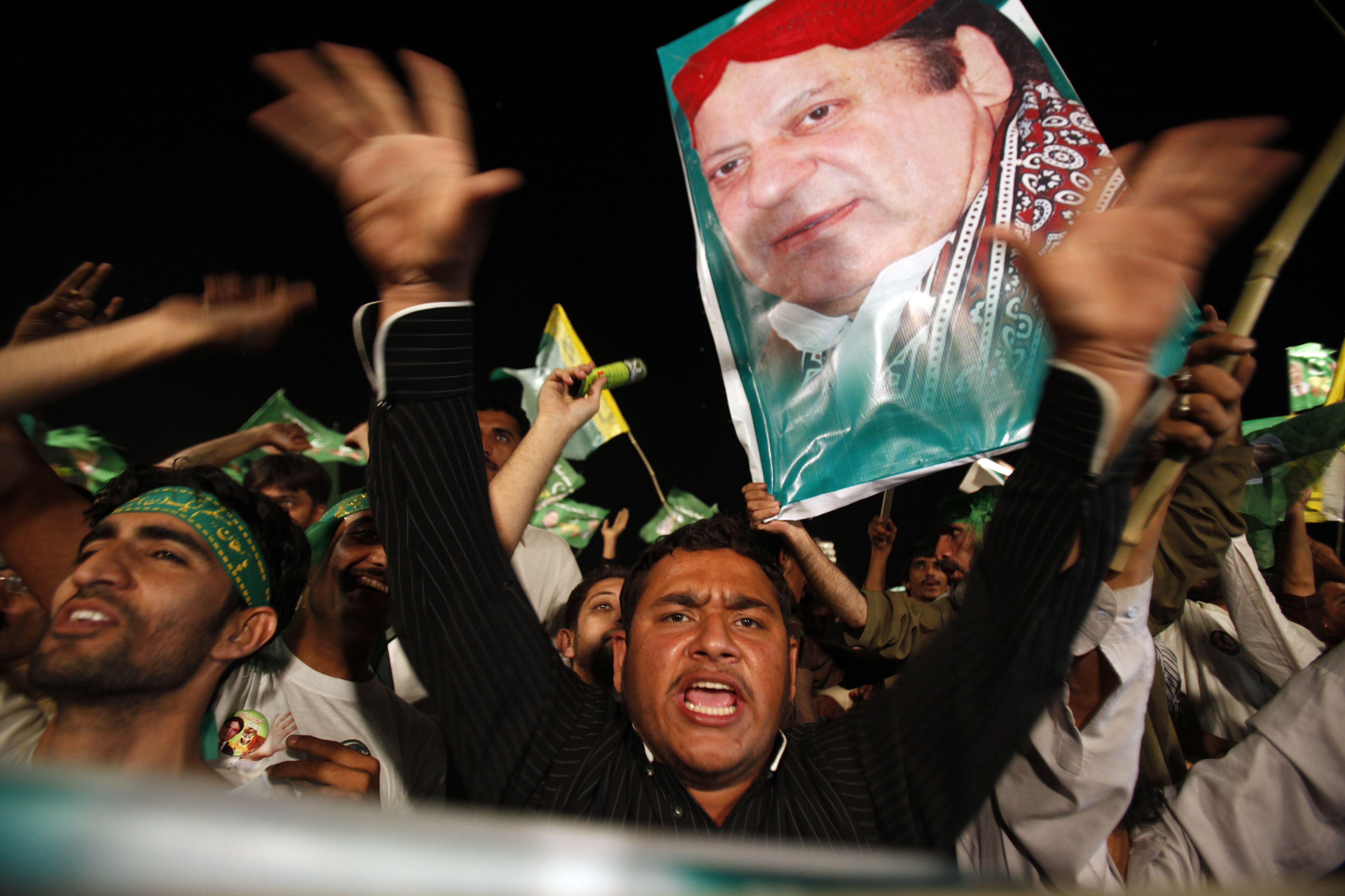 Pakistanpolls1-AP