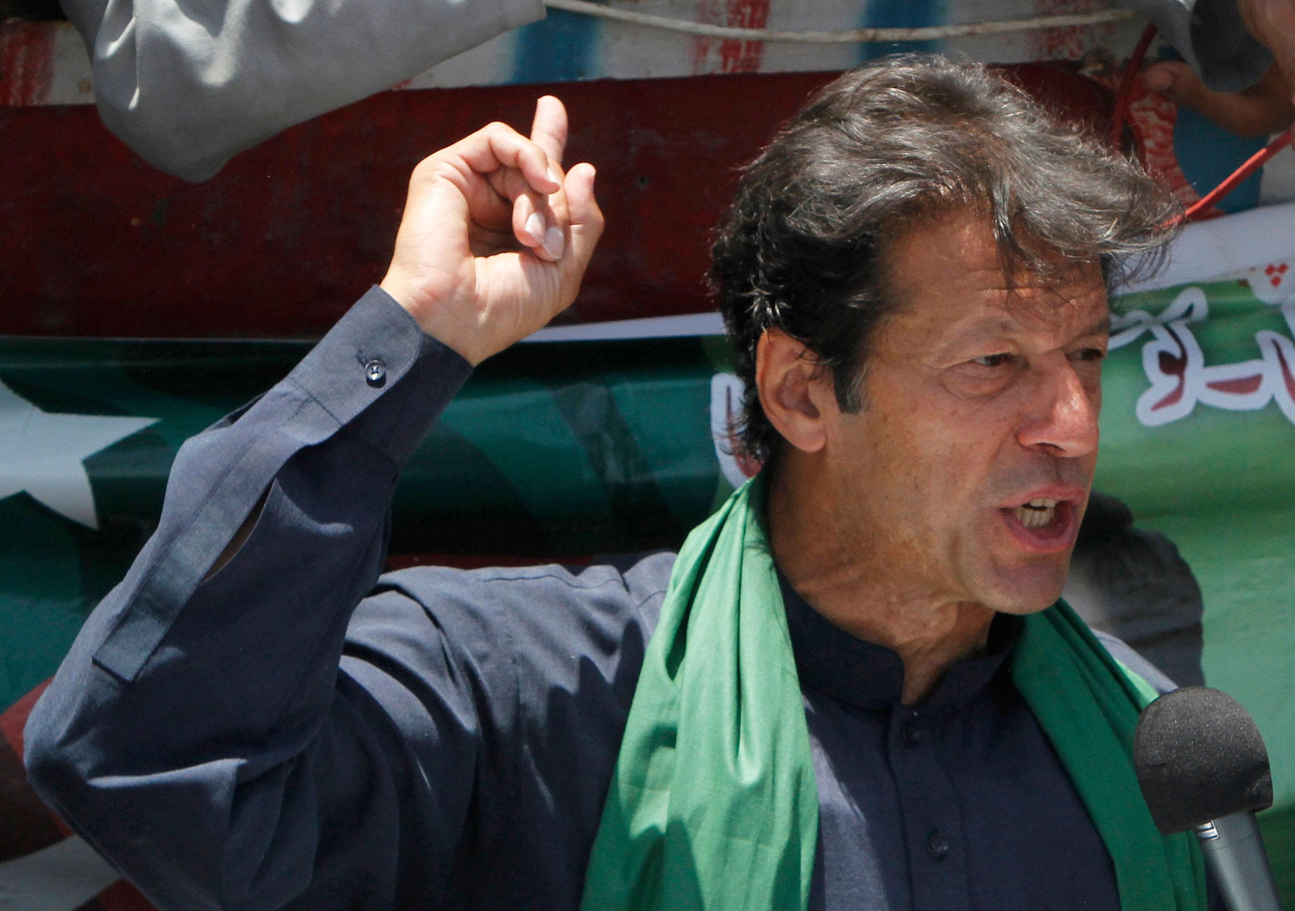Pakistanpolls10-AP