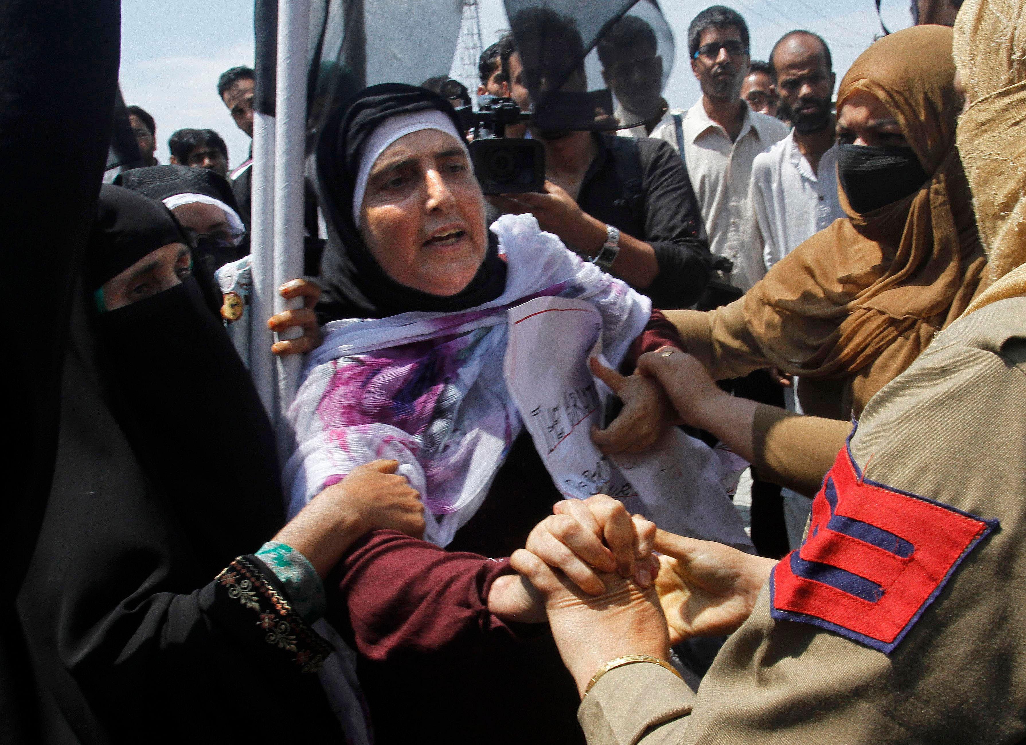 Kashmirclash_AP10
