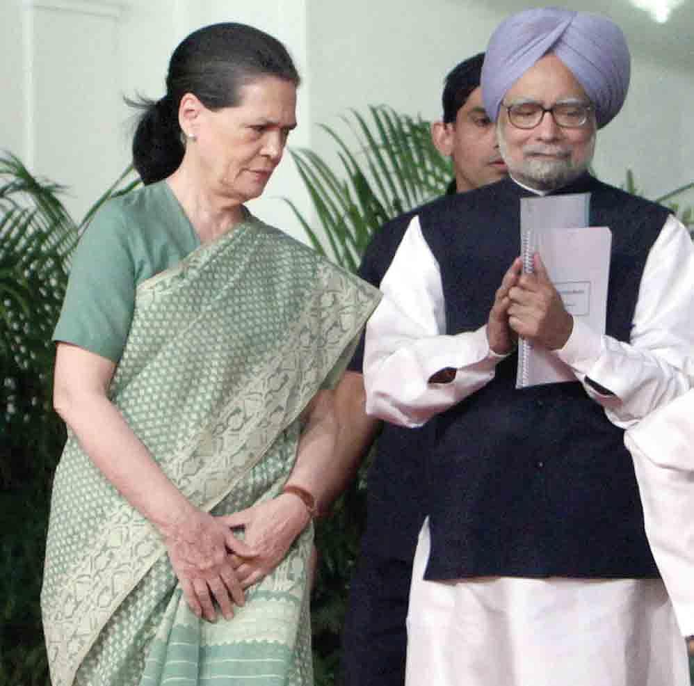 Sonia-Gandhi-with-Manmohan-