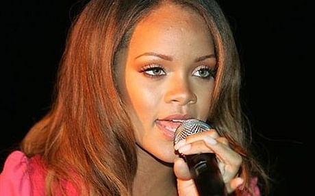Rihanna2AP