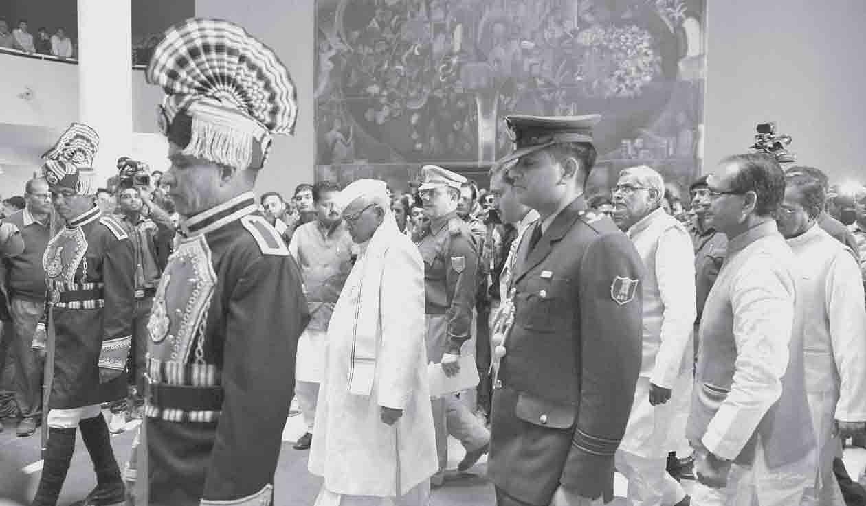 Governor-Ram-Naresh-Yadav