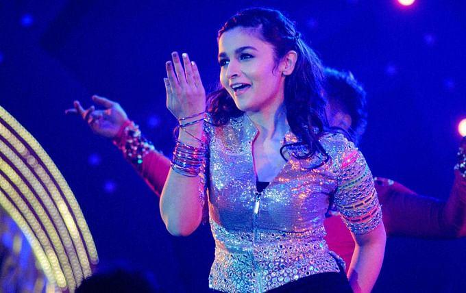 alia-bhatt-performs-saifai-mahotsav-in-etawah-district_138926591070.jpg