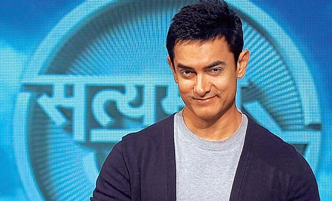 439953-aamir-awarded-with-us-honour-for-tackling-social-issues