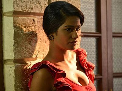 Nasha-Movie-Heroine