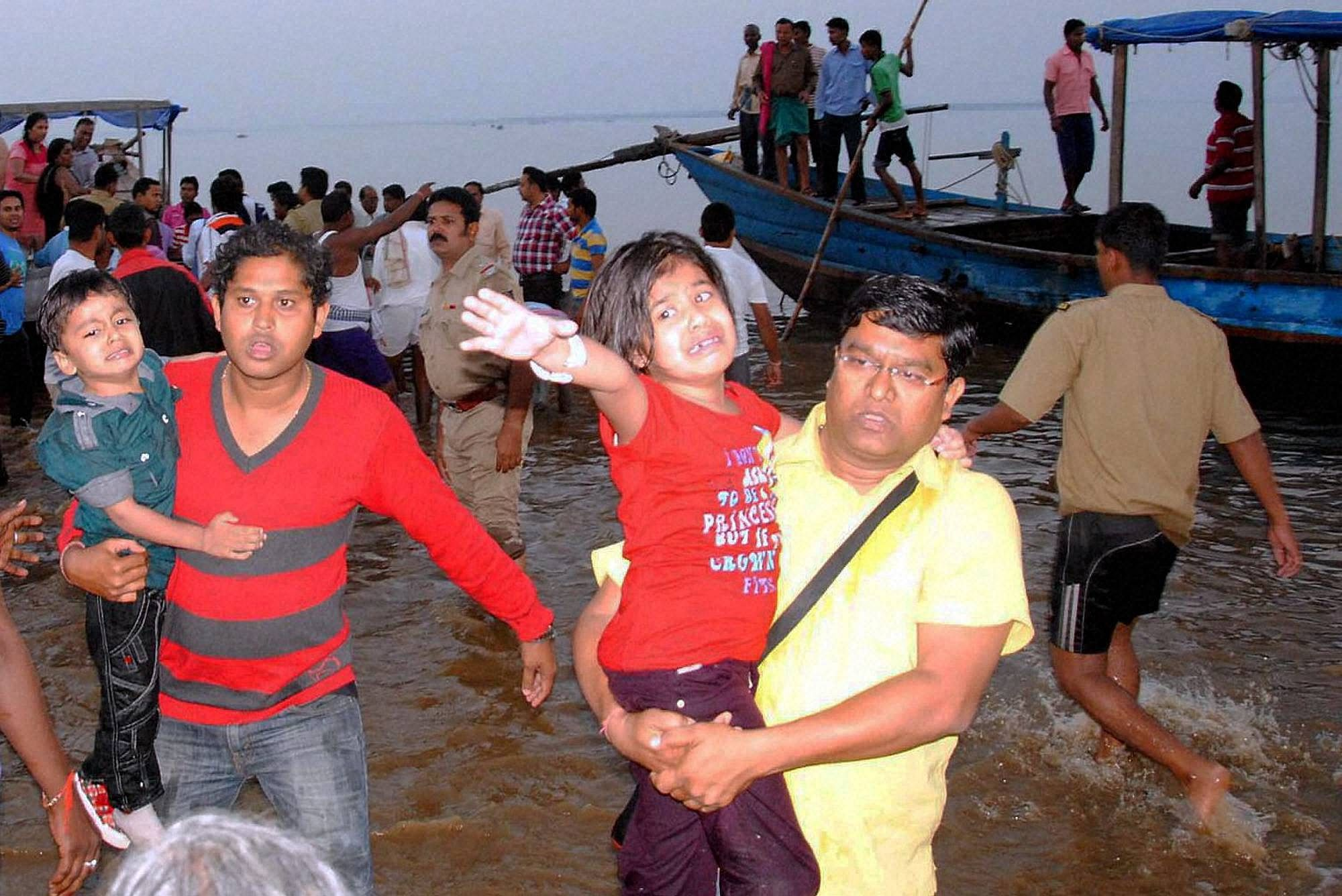 boat_,mishap_PTI