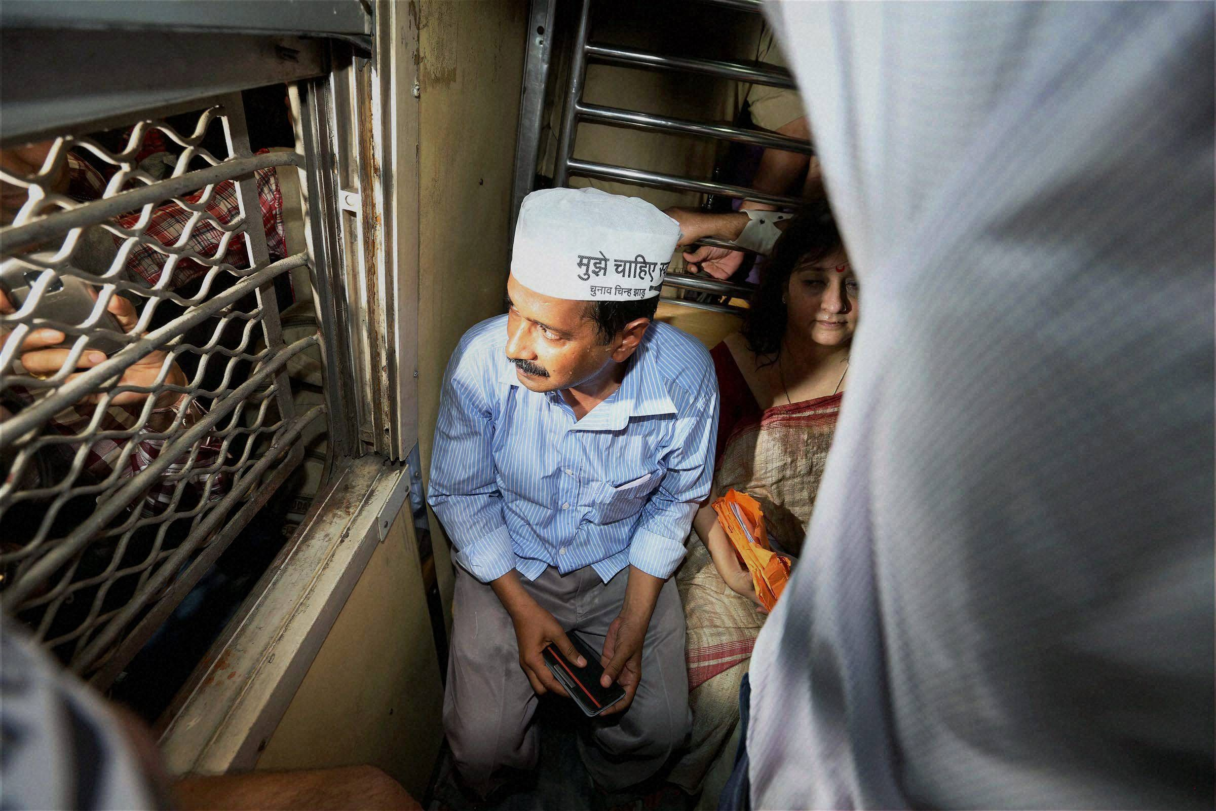 Kejriwal_train_Mumbai_PTI.JPG