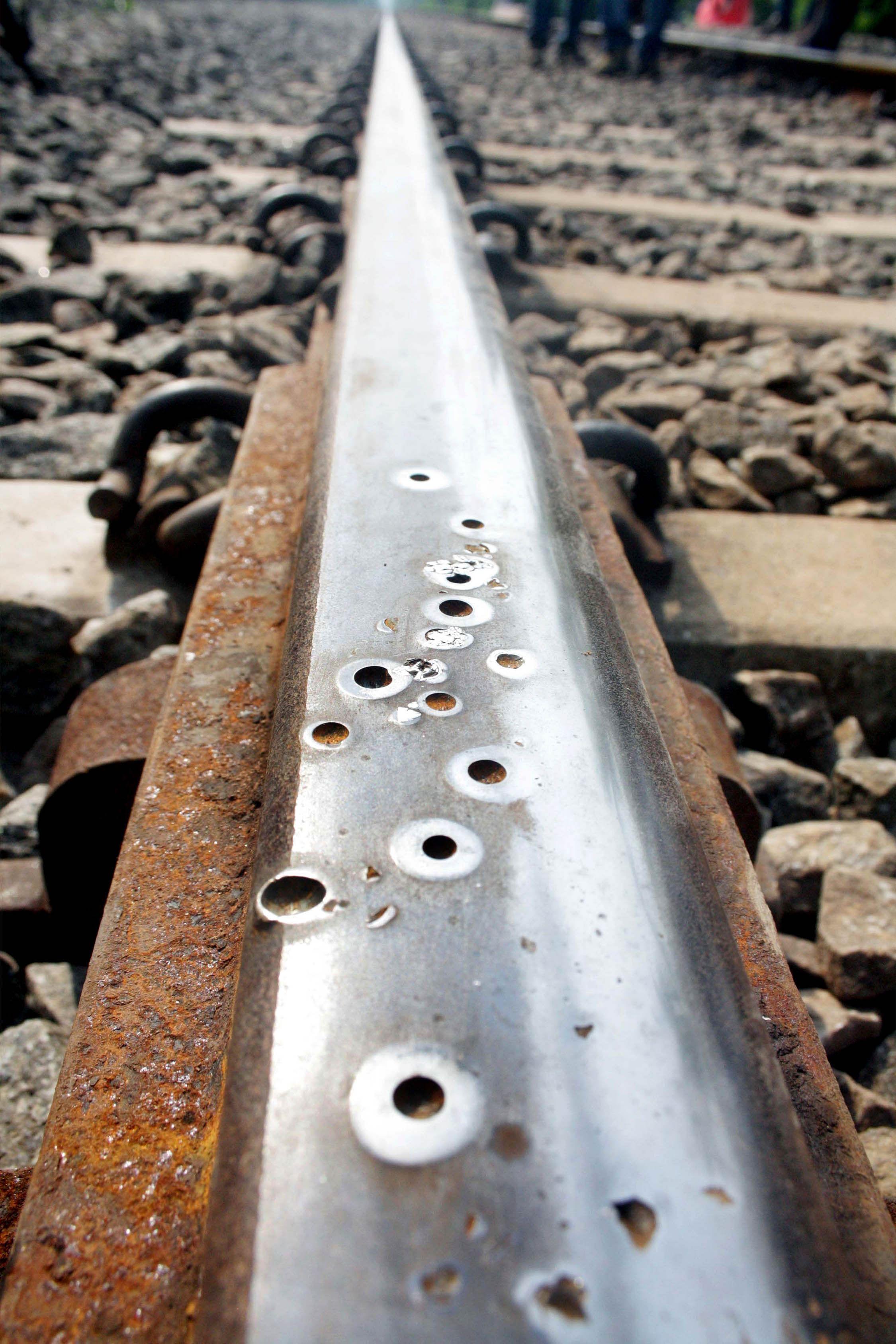 railtrack_holes_EPS