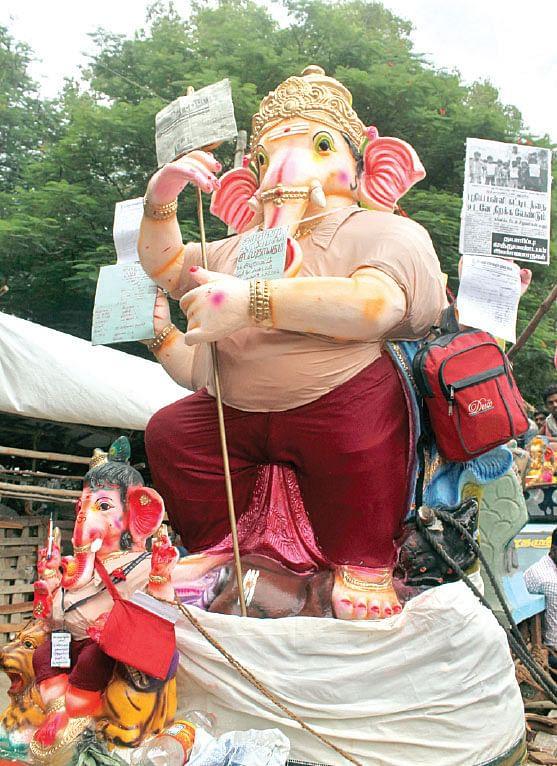 Vinayaga-idols-dressed.jpg