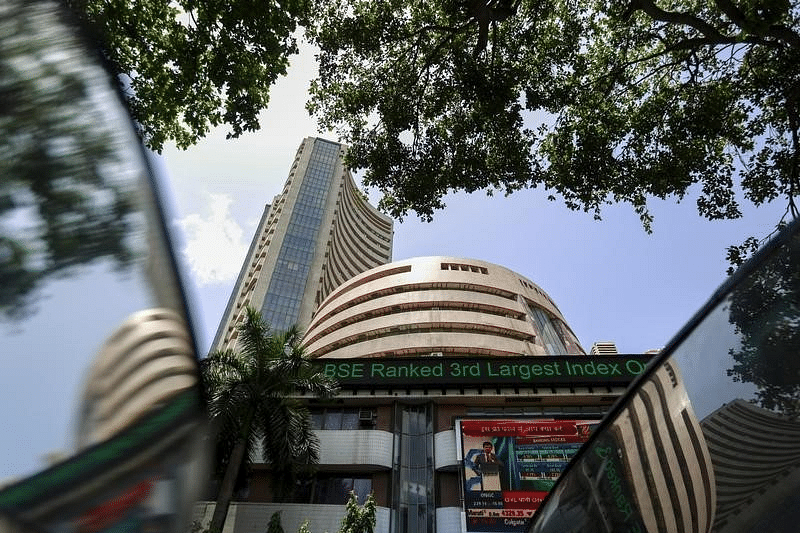 Sensex tumbles 192 points on weak rupee, F&O expiry