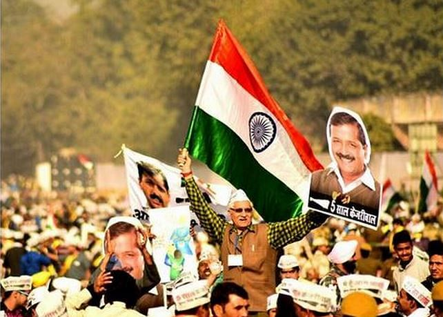 supporters-await-for-kejriwal.JPG
