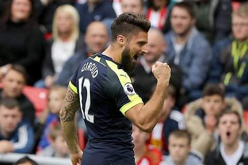 Sanchez, Giroud score twice as Arsenal humiliate Sunderland