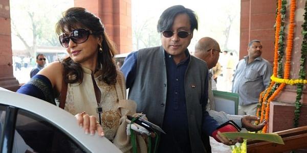 Shashi Tharoor (R)_Sunanda Pushkar_AFP