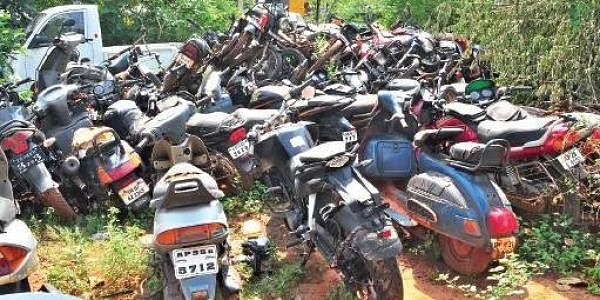 Seized vehicles left to rust at police stations for lack for Motor vehicle open on saturday
