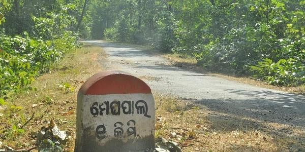 Road_leading_to_Meghpal