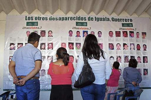 32 bodies, 9 heads found in clandestine graves in Mexico