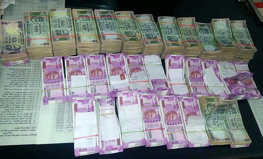 Goa IT sleuths seize Rs 67.98 lakh at Banda