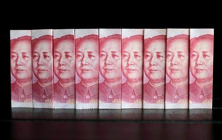 China government researchers see 2017 GDP growth slowing, yuan falling