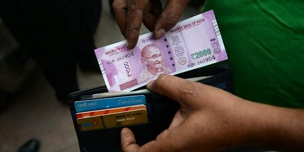 India_currency_2000_AFP