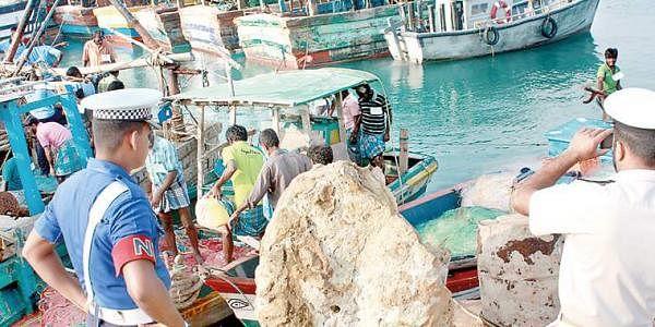 Sri Lankan navy impounds Tamil Nadu trawlers at Kankesanthurai.