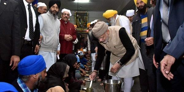 PM_Modi,_Amritsar_Langar-PTI