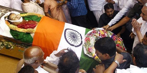 Odisha Chief Minister Naveen Patnaik pays his final respects to Jayalalithaa. | EPS
