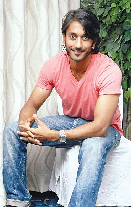 Chetan to play a reporter in mahesh babus directorial the new chetan is one actor who has all the qualities of a commercial hero but is choosy about his subjects the actor was biding his time and had a couple of thecheapjerseys Choice Image