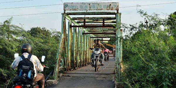 Thiruvottriyur residents do with makeshift arrangements to cross river. (Photo | EPS)
