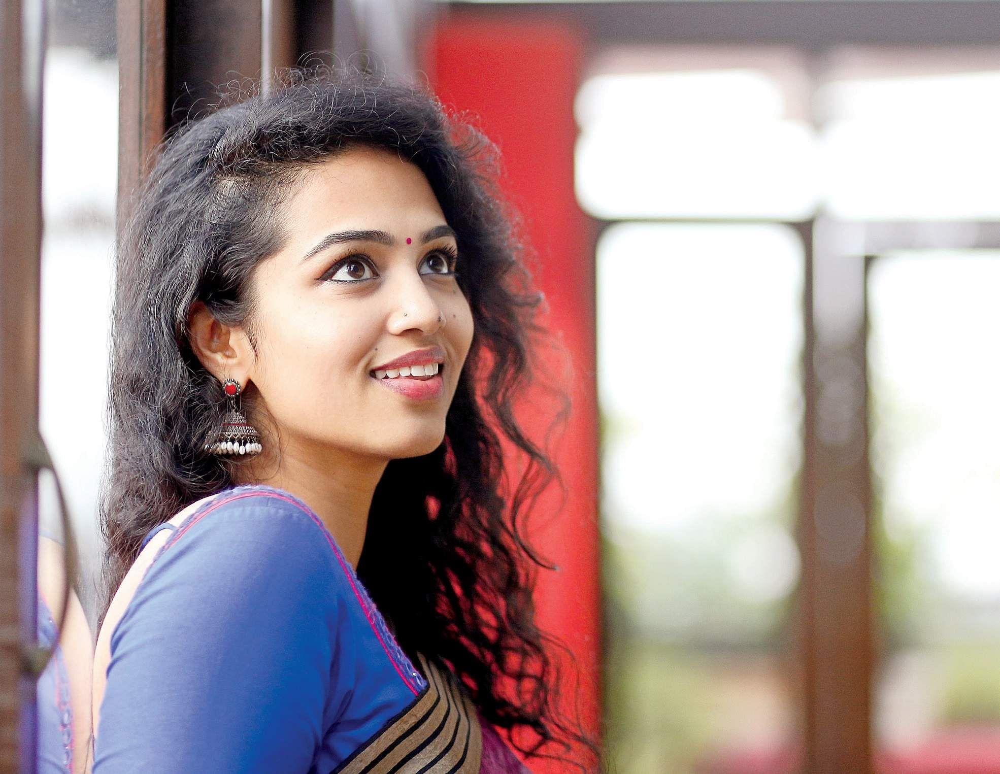 singer hindu single women Confessions of a sex-starved single what should i do with raging hormones shea gregory confessions of a sex-starved single  ct women ct's weekly newsletter highlighting the voices of.