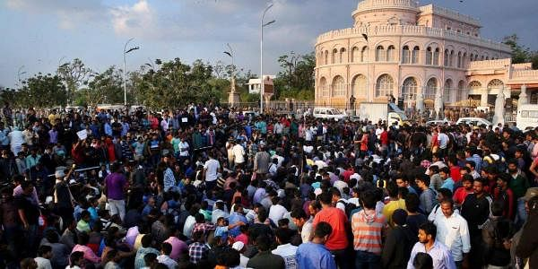 Masses gathered at Marina beach in Chennai to support the traditional sport of Jallikattu. (EPS | Sunish P Surendran)