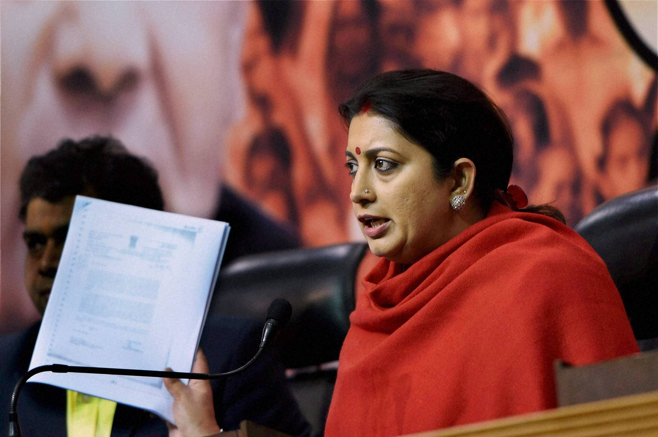 4 drunk students follow Smriti Irani's auto, detained