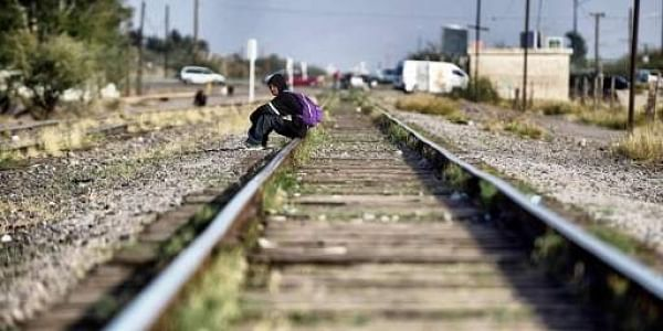 A migrant rests on the train tracks in the community of Caborca in Sonora state, Mexico, on January 12, 2017. Hundreds of Central American and Mexican migrants attempt to cross the US border daily.(Photo   AFP)