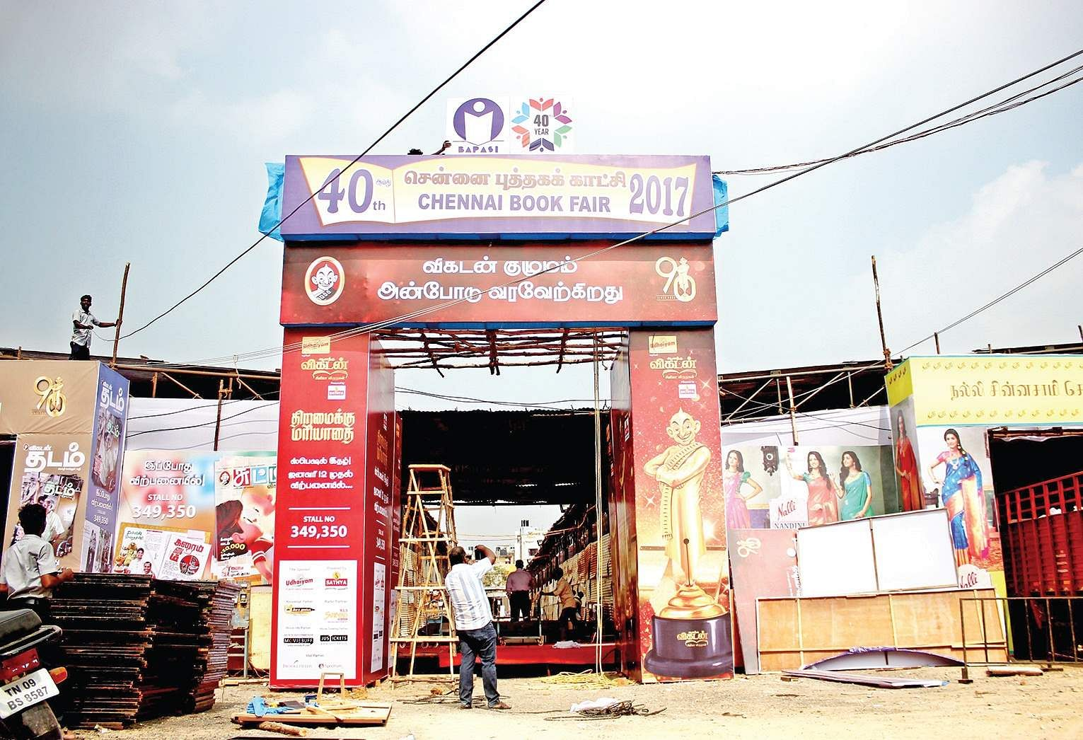 brain brawn behind book fair the new n express entrance arch of the 40th chennai book fair being put in place at george town osho g k