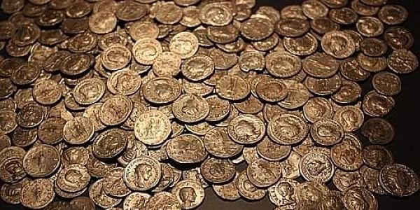 Hoard of ancient Roman coins worth 200 thousand pounds found in UK