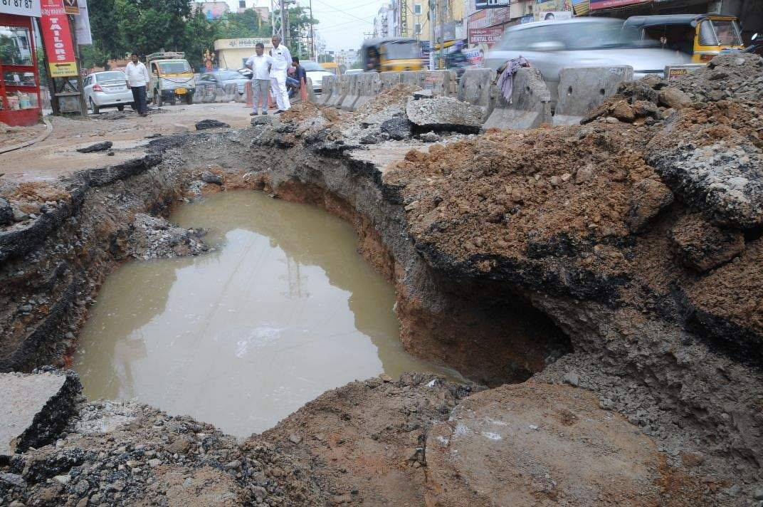 Hyderabad rain: Road caves in, causes sinkhole- The New ...