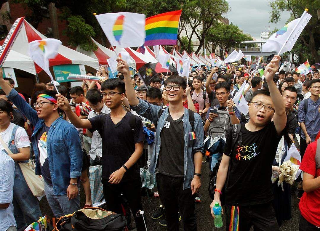групповуха азиаты гей